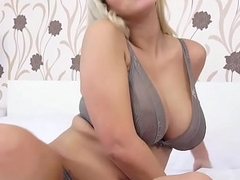 Nathaly Cherie Makes Themselves Cum with a Vibrator!