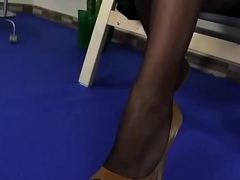 Solo Black Hair Lady at hand Sexy Nylons