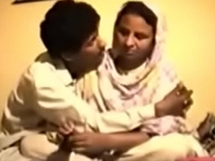 Shy Resistant Desi Aunty gets Drilled above Video be advisable for Money